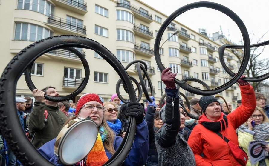 Protest 100 opon