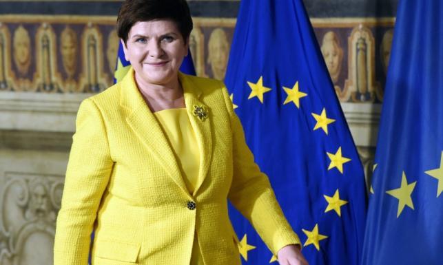Warto znać symbolikę kolorów... Beata Szydło pośmiewiskiem Internetu - przez TĘ żółtą marynarkę. FOTO