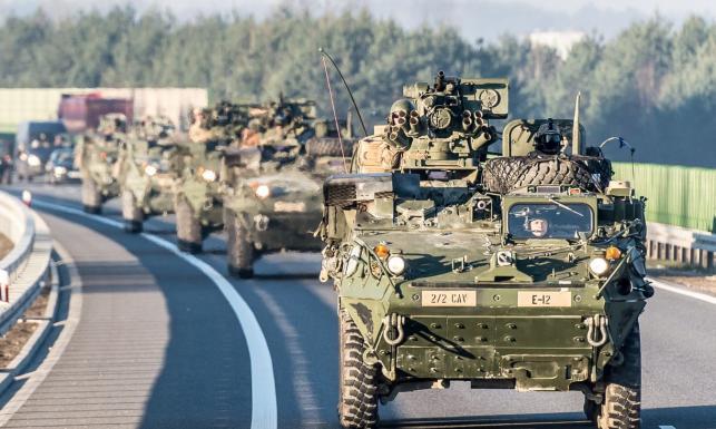 Kontyngent NATO w drodze do Orzysza, a po drodze pikniki we Wrocławiu i Piotrkowie Trybunalskim [ZDJĘCIA]