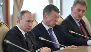 Prezydent Władimir Putin, wicepremier Dmitrij Kozak i rzecznik Kremla Dmitrij Pieskow