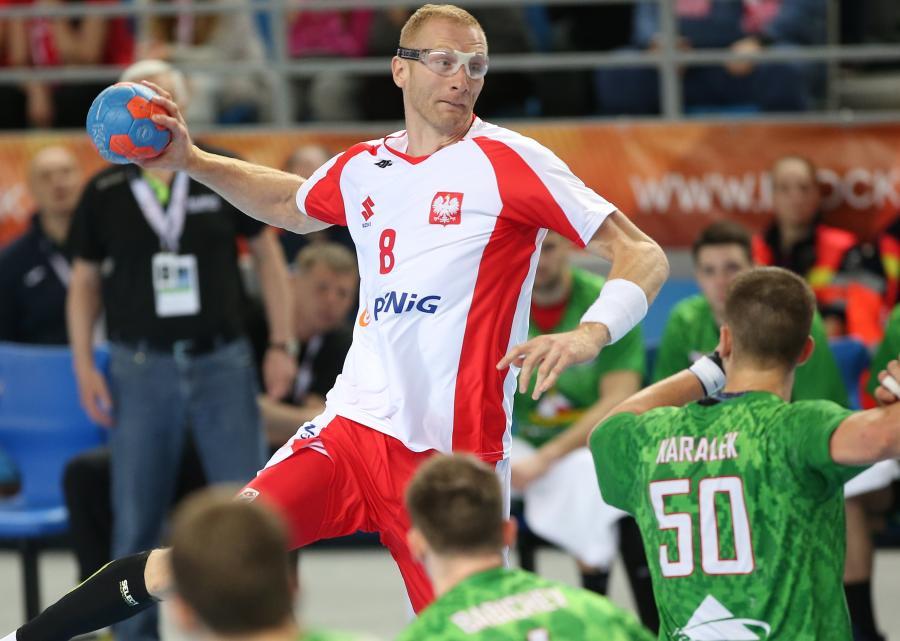 Karol Bielecki (C), podczas meczu Polska - Białoruś w eliminacjach do Mistrzostw Europy 2018 w piłce ręcznej