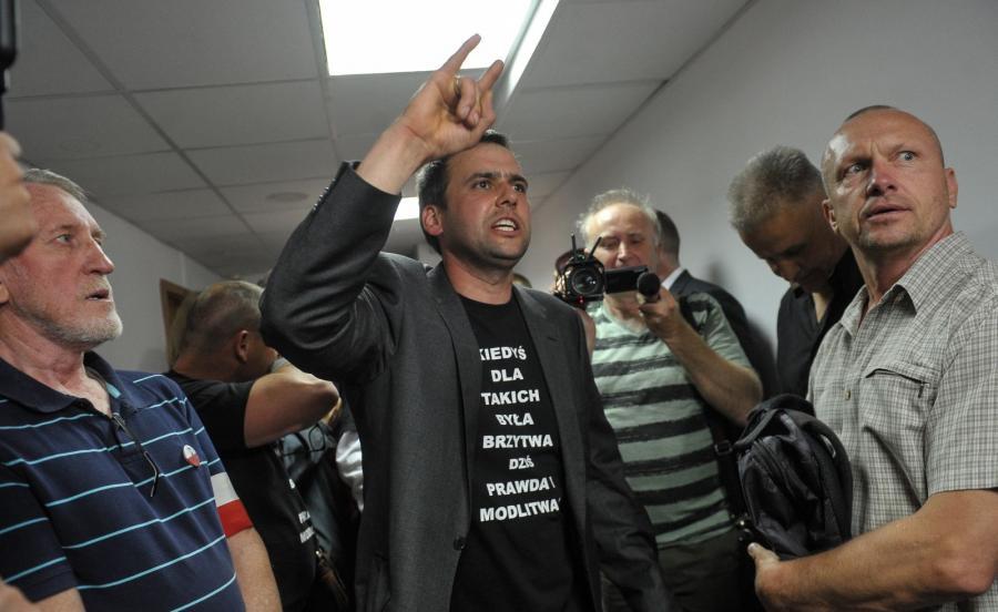 Zwolennicy oskarżonego przed salą rozpraw