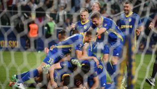 Piłkarze Arki Gdynia cieszą się ze zwycięstwa nad Legią Warszawa w meczu o Superpuchar Polski