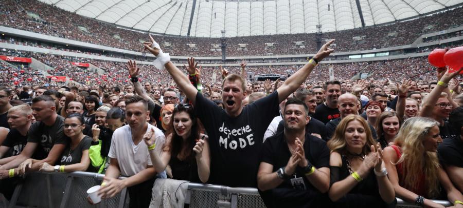 Fani podczas koncertu Depeche Mode w Warszawie, 21 lipca 2017 roku