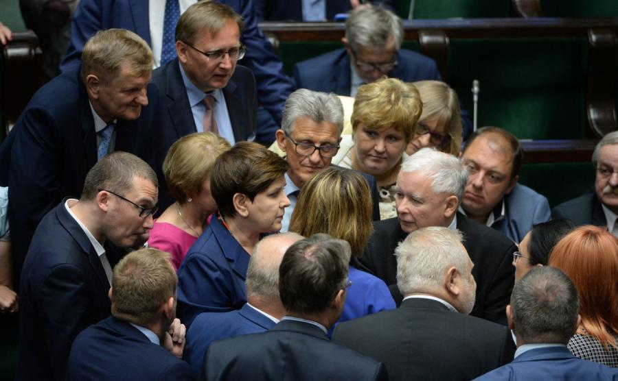 Beata Szydło, Jarosław Kaczyński i posłowie PiS w Sejmie