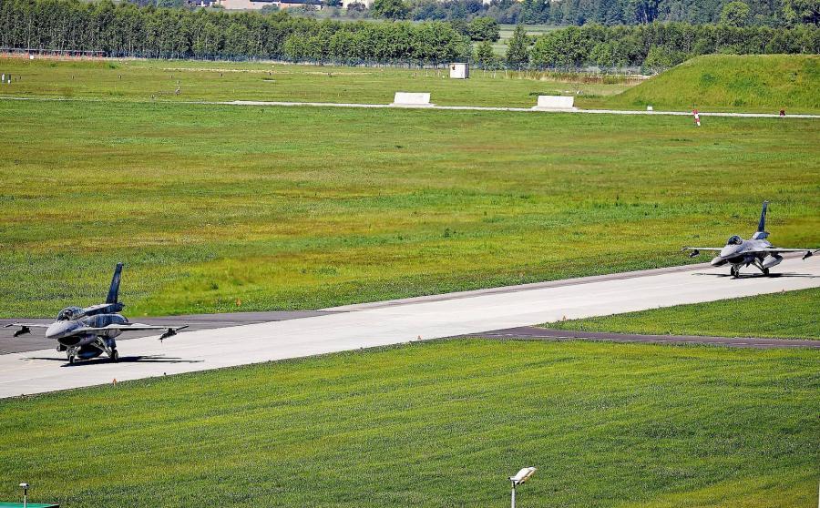 Samoloty F16 w Łasku