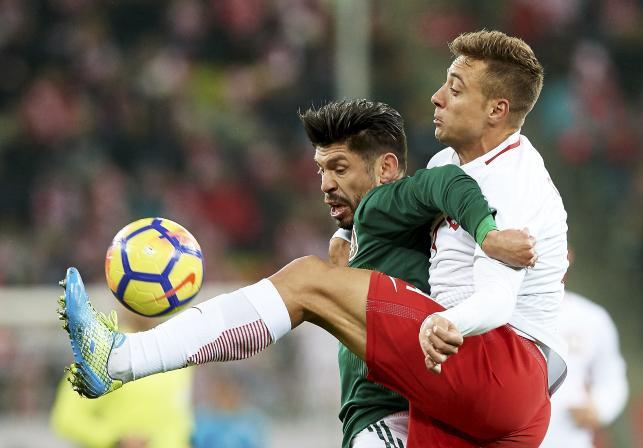 Thiago Cionek (P) i Oribe Peralta (L)