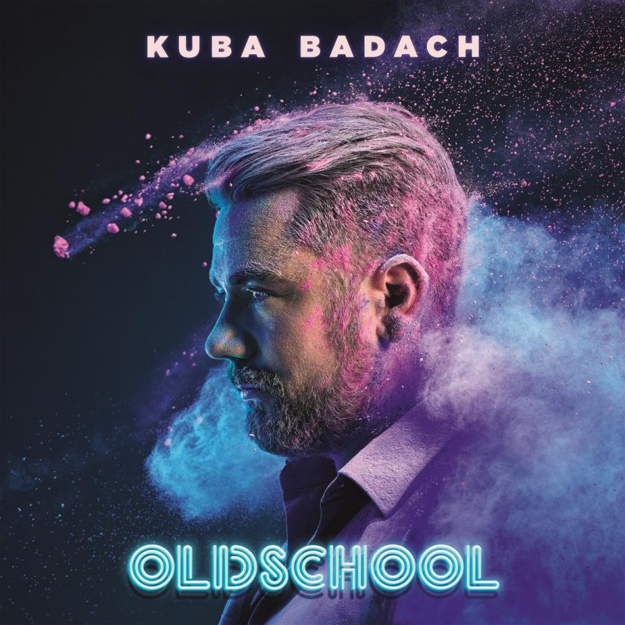 """Soul, funk i jazz. Płyta aż pulsuje od pozytywnych wibracji. Po prawie trzydziestu latach pracy na scenie i muzycznej aktywności jako wokalista, kompozytor i producent, po setkach koncertów i muzycznych kooperacji z plejadą najjaśniejszych gwiazd polskiej sceny, dziesiątkach płyt współtworzonych z rozlicznymi artystami, Kuba Badach postanowił stworzyć album pod tytułem """"Oldschool"""", będący pierwszym solowym, muzycznie autorskim krążkiem w dorobku artysty.Kuba Badach """"Oldschool"""" Wydawnictwo Agora 2017"""