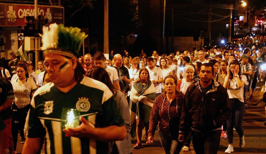 Tysiące osób uczciło pamięć piłkarzy Chapecoense w rocznicę tragedii