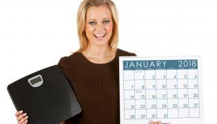 Kobieta z wagą i kalendarzem