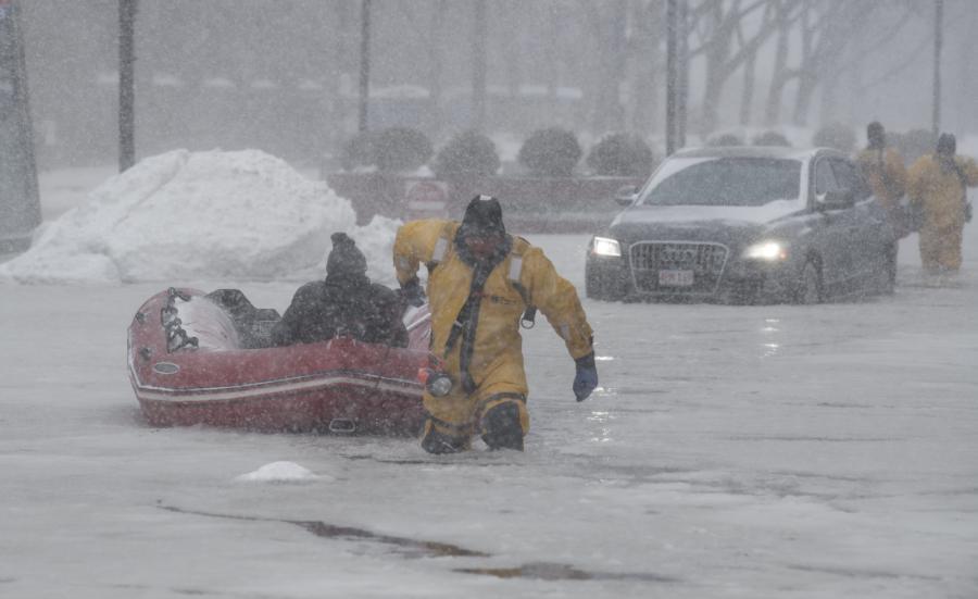Akcja ratunkowa po ataku zimy w Massachusetts