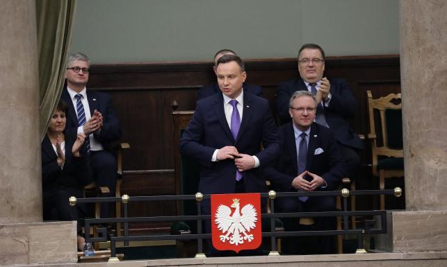 Coraz mniej ludzi dobrze ocenia pracę Sejmu. Większość Polaków chwali za to prezydenta