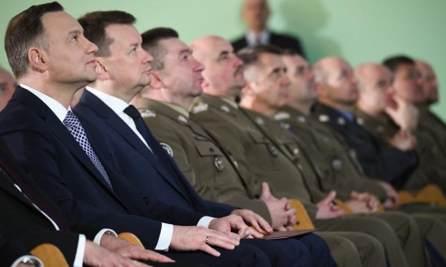 Koniec weekendowych generałów. W MON trwa odkręcanie reform Macierewicza