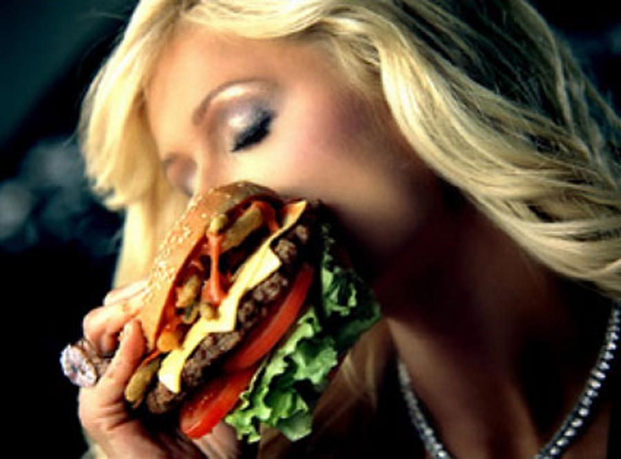 Celebrytki reklamują hamburgery!