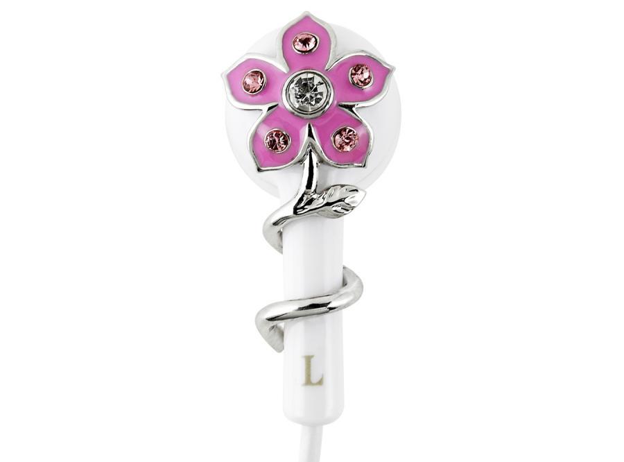 Słuchawki, na których zakwitły kwiatki