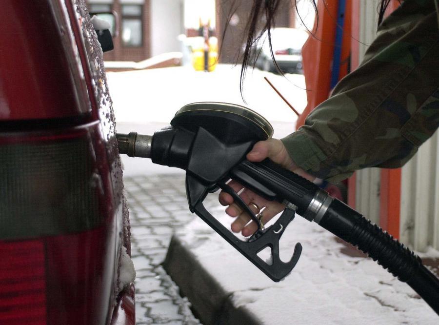 Wakacyjne ceny paliwa urwą głowę