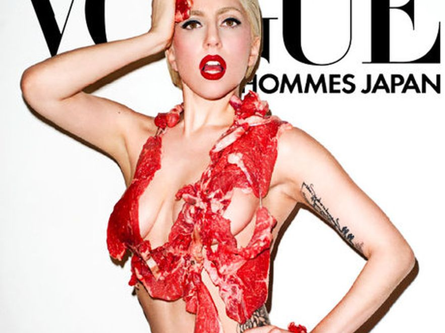 Lady GaGa ubrana w surowe mięso