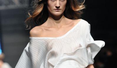 Natalia Jaroszewska w kolekcji wiosna-lato 2011 na Fashion Week Poland