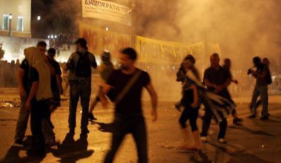 Zamieszki przed greckim parlamentem