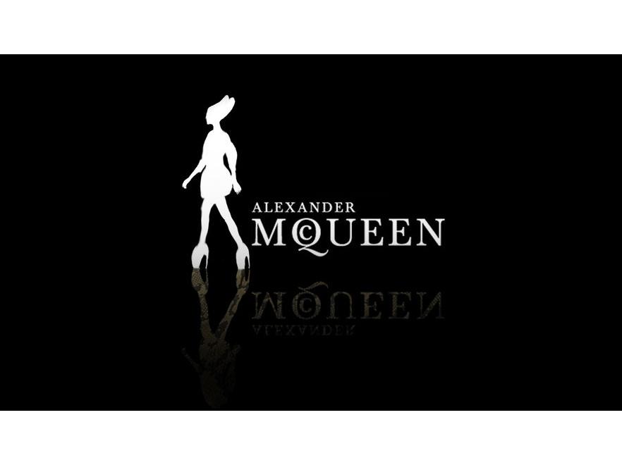 Wystawa kreacji alexandra McQueena przyciągnęła rekordowe tłumy