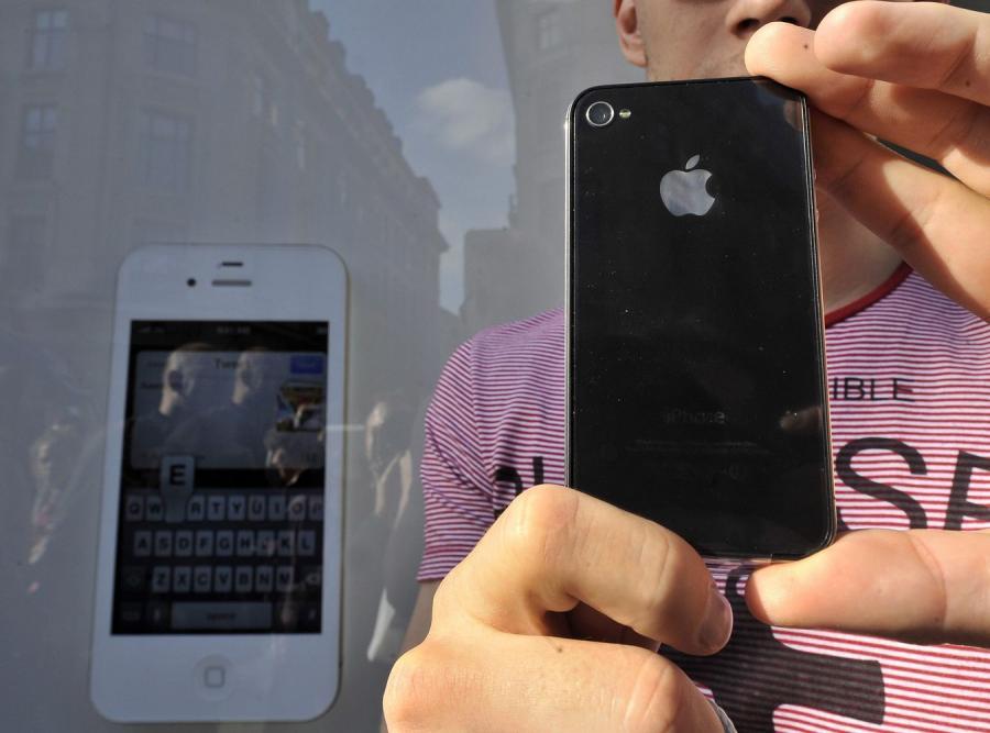 Nowy iPhone sprzedaje się jak świeże bułeczki