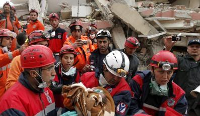Cud po trzęsieniu ziemi. Z gruzów wydobyto maleńkie dziecko