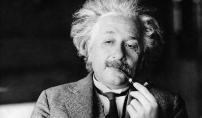 Einstein przewraca się w grobie. Nie miał racji?