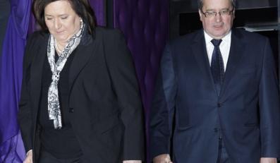 """Anna i Bronisław Komorowscy na premierze najnowszego filmu Agnieszki Holland """"W ciemności""""."""
