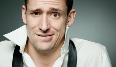 Mężczyźni obdarzeni niskim głosem mają słabszą płodność