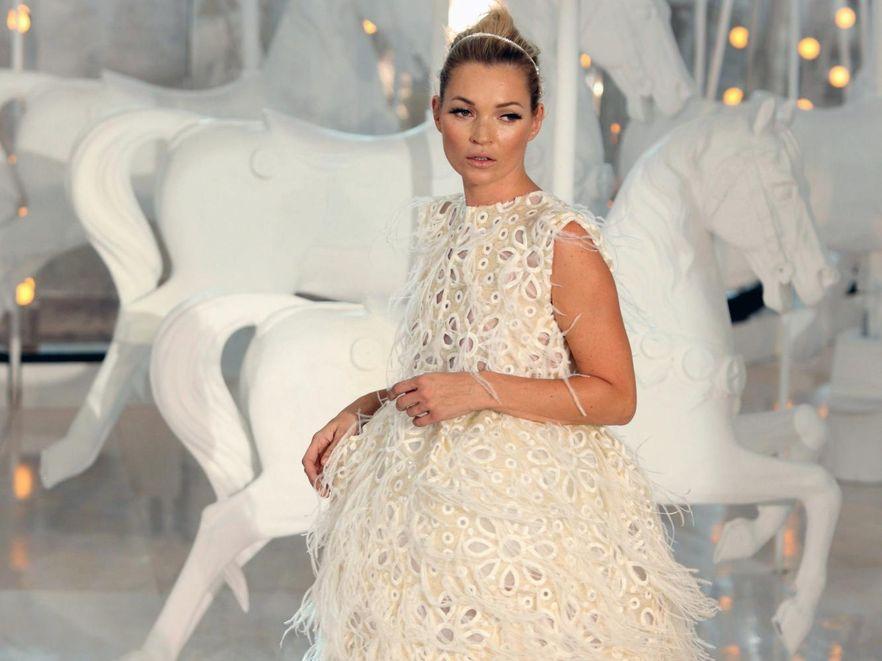 Kate Moss na pokazie Louis Vuitton w ramach Paris Fashion Week