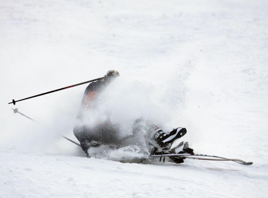 narty narciarz stok wypadek
