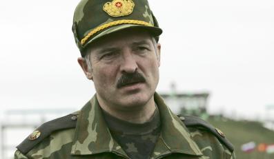 Prezydent Białorusi Aleksander Łukaszenka w wojskowym mundurze