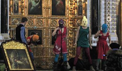 Występ zespołu Pussy Riot w cerkwi