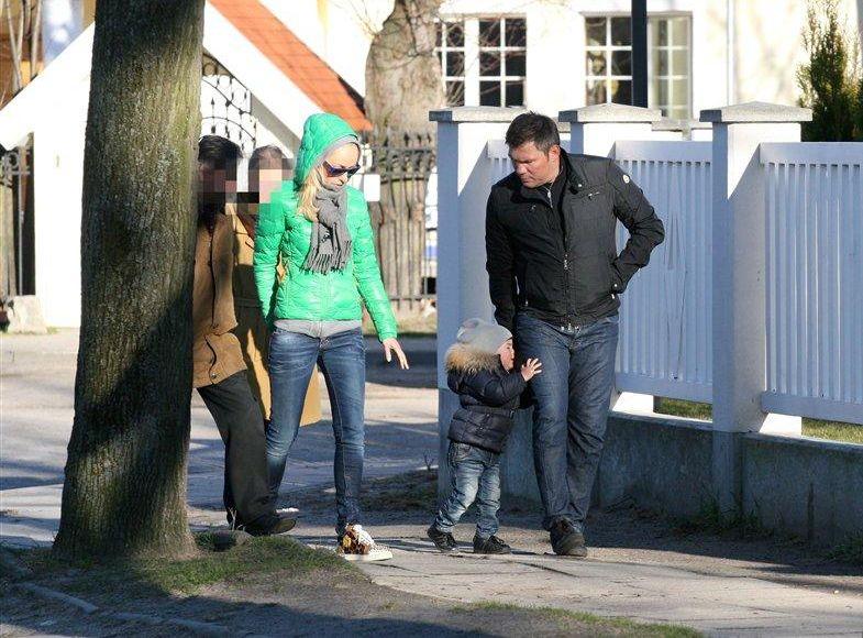 Dariusz Michalczewski z synem i żoną