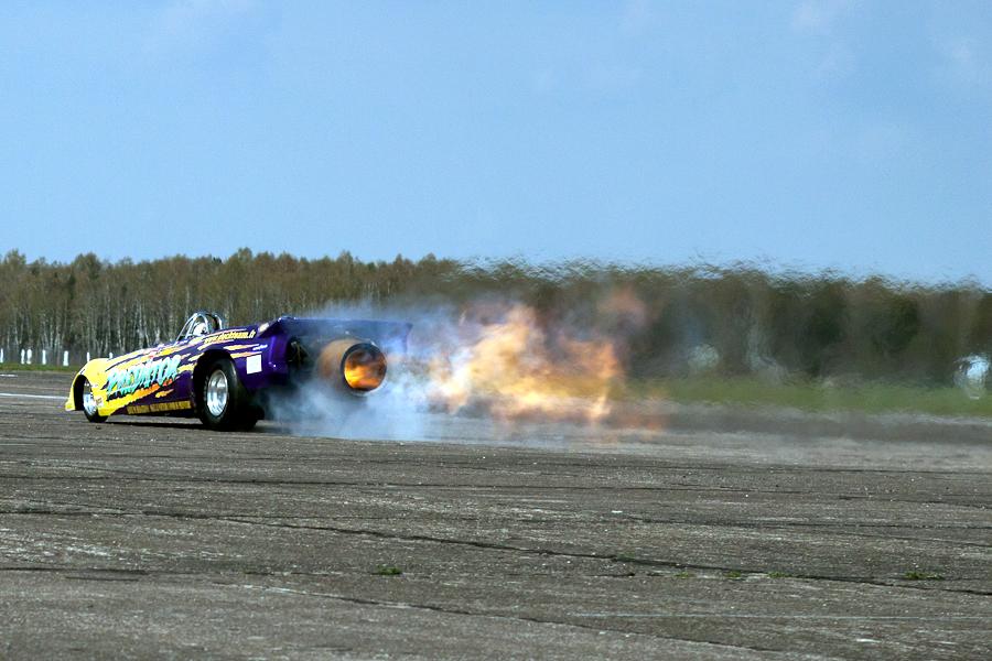 Samochód z silnikiem odrzutowym