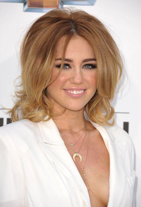 Miley Cyrus nakręciła swoją pierwszą scenę miłosną...