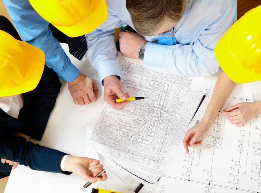 Pracownicy i budowlany plan - zdjęcie ilustracyjne