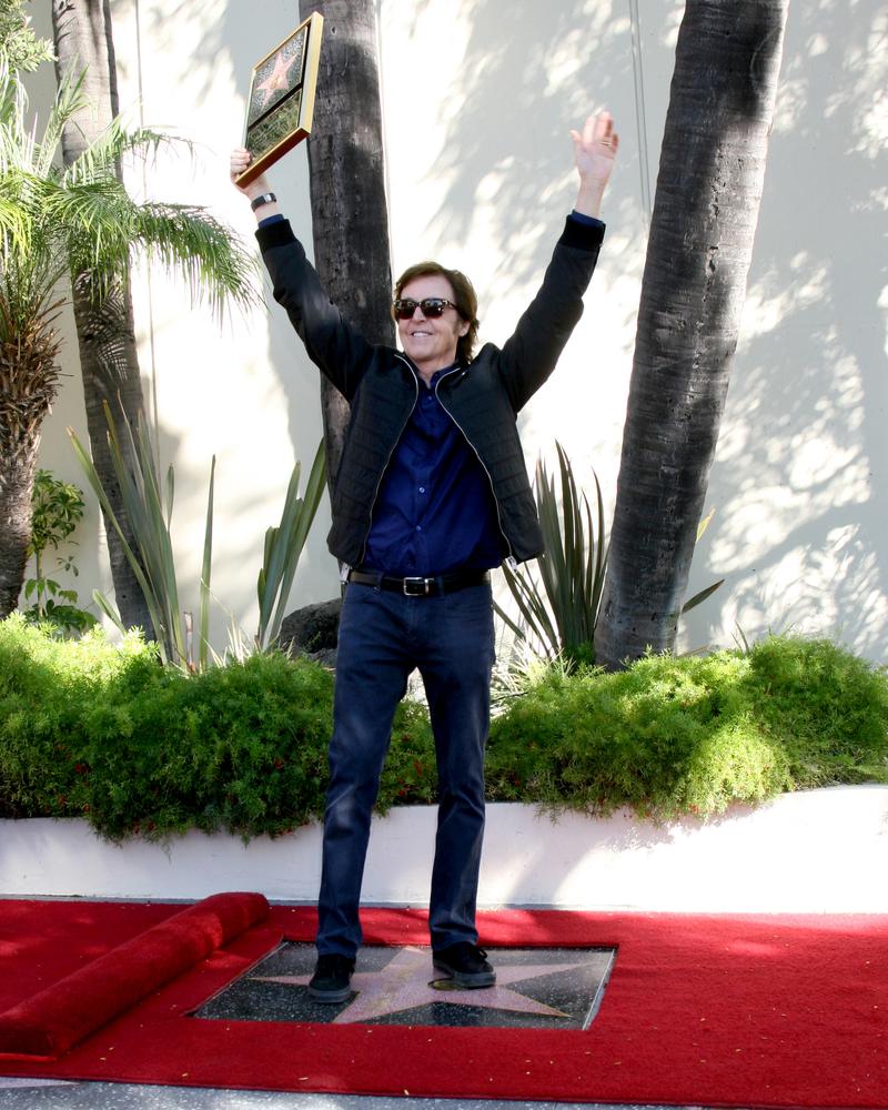 Paul McCartney podczas ceremonii odsłonięcia jego gwiazdy na Hollywood Walk of Fame – 9 luty 2012