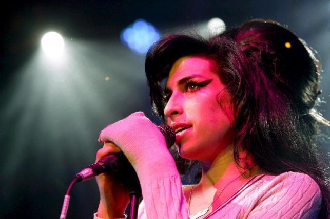 Amy Winehouse podczas koncertu w Zurichu – 25 października 2007 roku