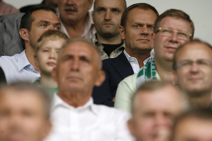 Premier Donald Tusk i sędzia Ryszard Milewski na meczu Lechii Gdańsk