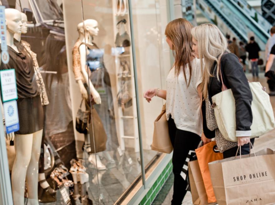 Kobiety na zakupach w Silesia City Center