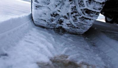 Koło na śniegu