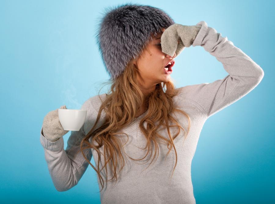 kobieta chora katar grypa przeziębienie