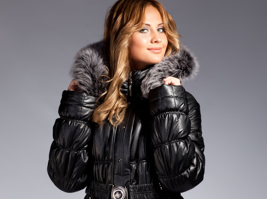 Kobieta w zimowej kurtce