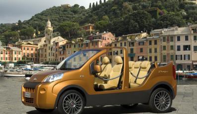 Oto show van portofino - mały Fiat na plażę