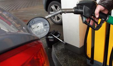 Rząd podniesie akcyzę na paliwo