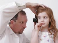 Dziwne przedmioty w uchu