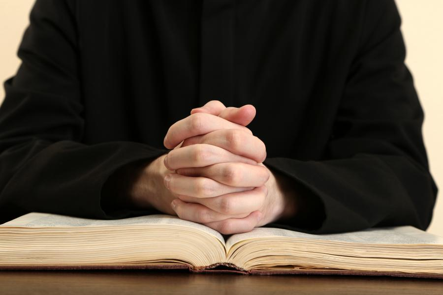 Ksiądz biblia