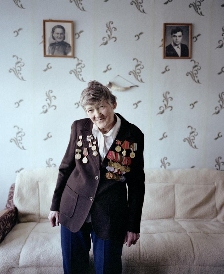 """Do spotkań z weterankami zainspirowała mnie książka Swietłany Aleksijewicz """"Wojna nie ma w sobie nic z kobiety"""".  agnieszkarayss.com"""