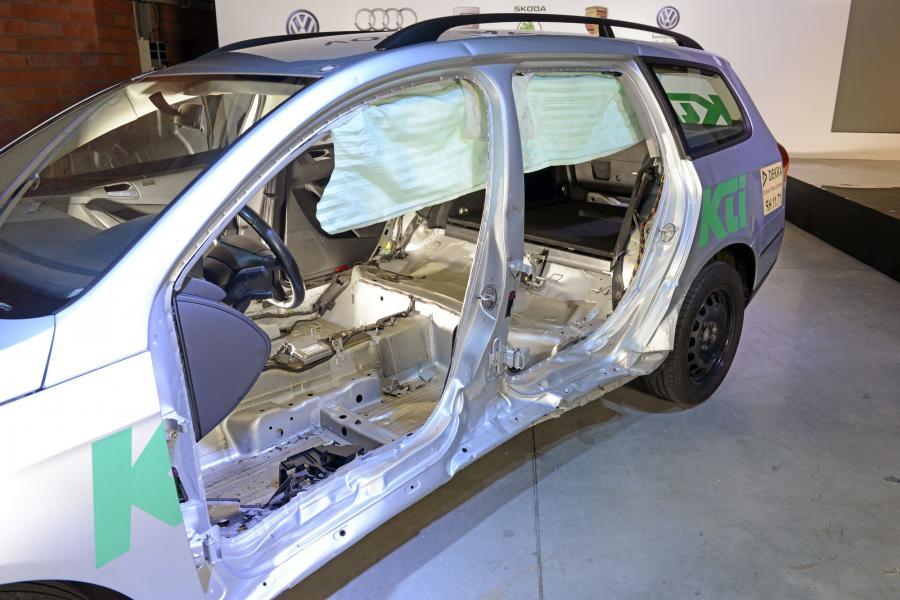VW passat naprawiany według aktualnych standardów producenta